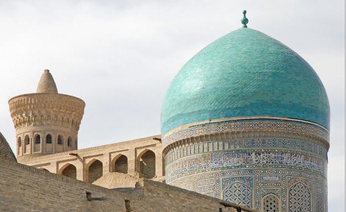 boukhara, circuit en ouzbékistan, circuit touristique en ouzbékistan, minaret kalon, mosquée kalon, séjour ouzbékistan, madrassa mi-i-arab
