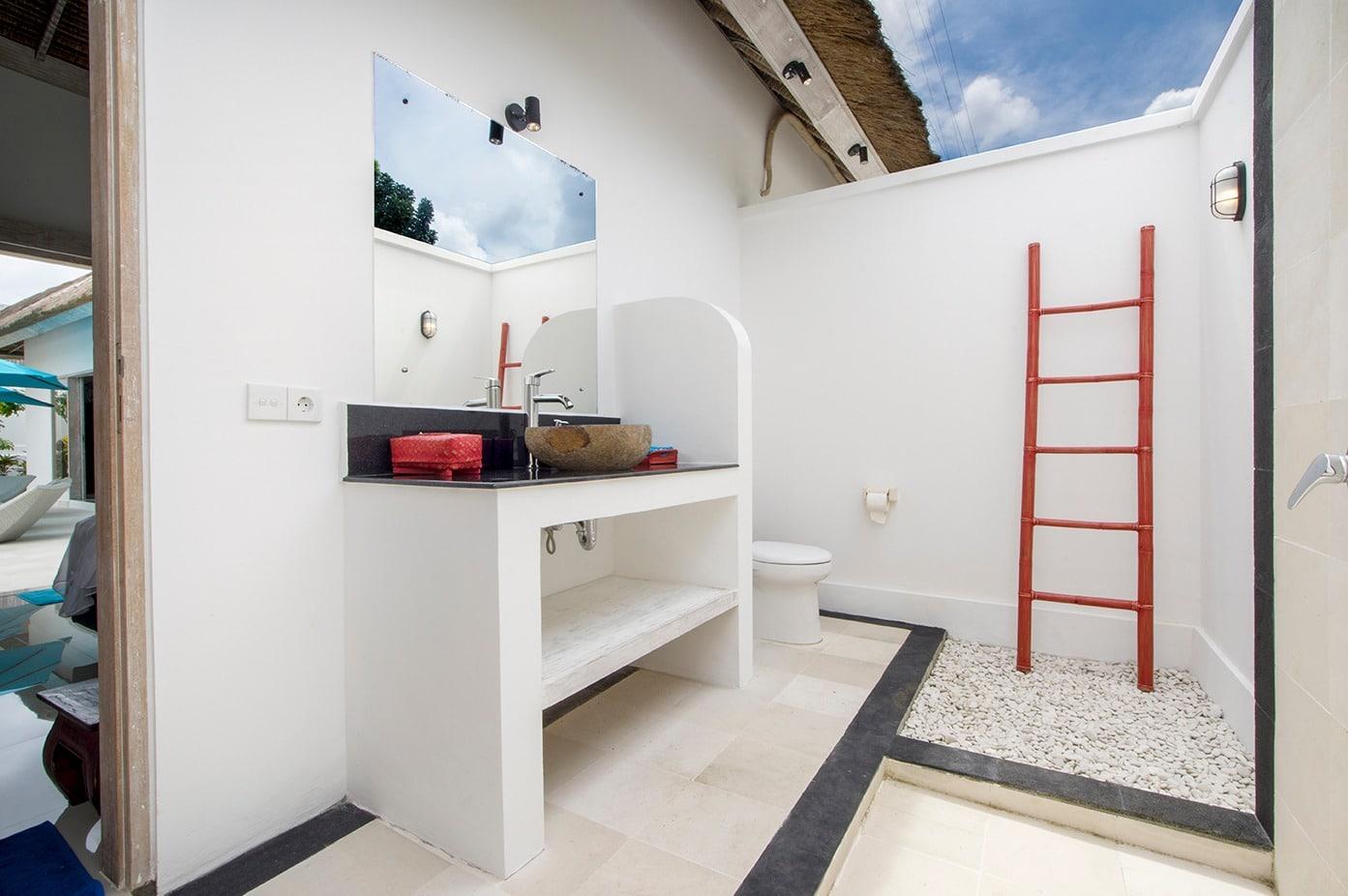 Chambre Ouverte Salle De Bain salle de bain semi ouverte associée à la chambre rouge villa